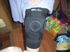 Mueller Hinged Wraparound Knee Brace Model 3333